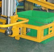 塑料箱搬运助力机械手